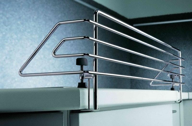 Защитный барьер для плиты